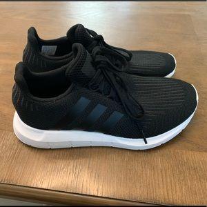 Adidas Swift Sneaker - Black